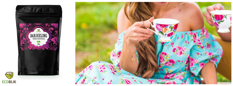 opakowanie herbaty i kobieta pijąca herbatę na trawie
