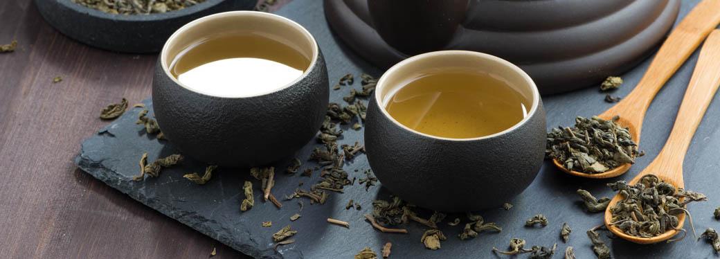 czarki z zieloną herbatą